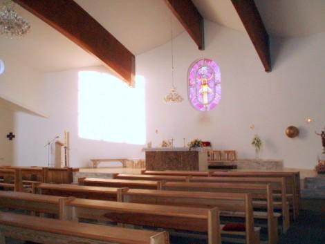 unutrašnjost crkve u Lekeniku